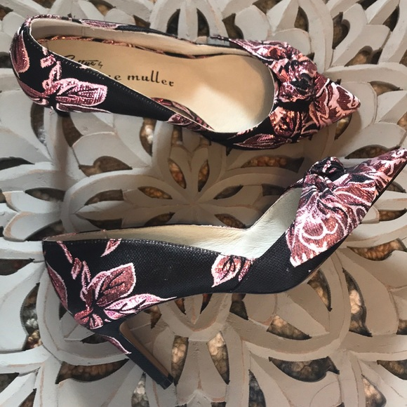 Anthropologie Shoes - Anthro bow pumps by Bettye Muller